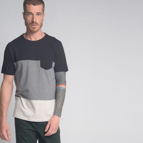 Camiseta-Color-Block-Bolso-Preto-e-Branco