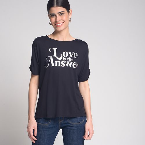 Camiseta-Love-is-The-Answer-Preto